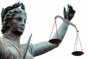 Statue of woamn holding scales of justice