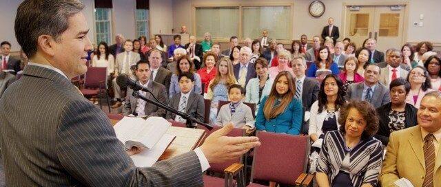 Zeugen Jehovas Treffen in Königreichssaal - Bild Wachturm