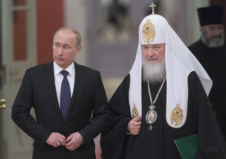 Russia's President Vladimir Putin (L) and Patriarch of Moscow and All Russia
